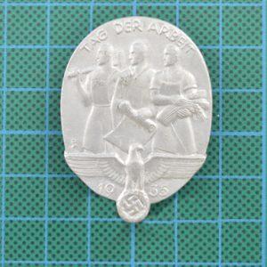 Nazi Tinny Day Of Work Badge 1935 2.10275