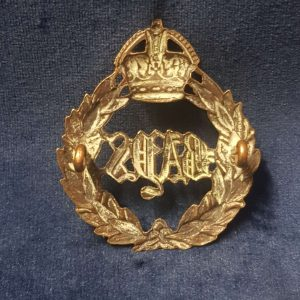 WW1-WW2 Era 2nd Dragoon Guards (Queen's Bays) Cap Badge   CB.1001
